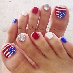 4th of July pedicure nail art! Love these so much they're still on my toes!