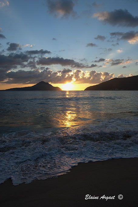 Shoal Bay Port Stephens NSW at sunrise encourages photographers to explore different layouts. #EvenEasierDigitalPhotography #sunrise #PortStephensNSW