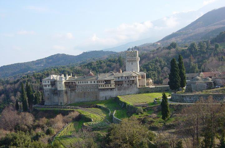 Μονή Καρακάλλου στίς δυτικές πλαγιές της χερσονήσου 400μ περίπου απο την θάλλασσα. - Karakallou Monastery on the western slopes of the peninsula