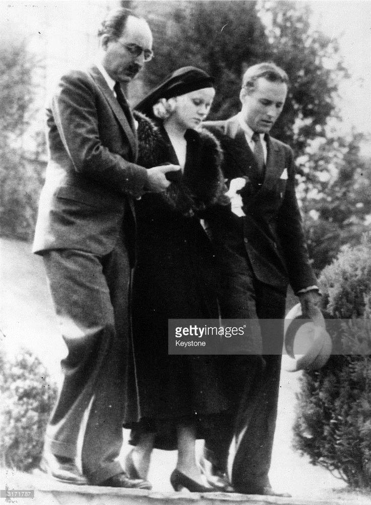 1932: American film actress Jean Harlow being assisted from her house by her step-father Mario Bello and a relative Donald Robertson on her way to the funeral of her husband Paul Bern, who was found shot dead at his Beverly Hills home.
