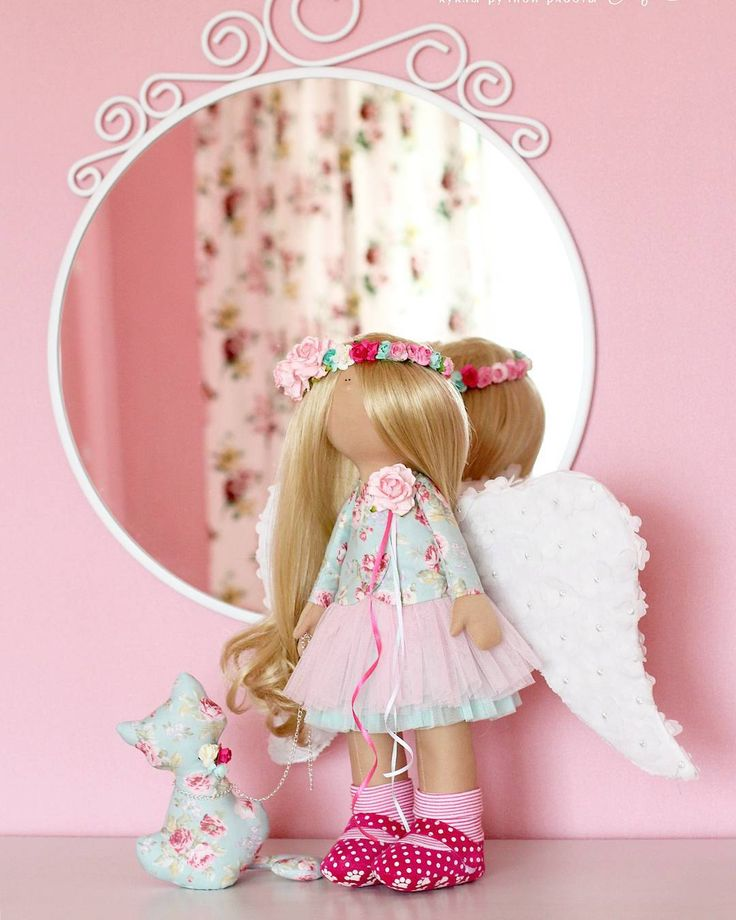 """170 Me gusta, 10 comentarios - Наталья Гаязова (@natalya_gayazova) en Instagram: """"Какая она должна быть? Вот вопрос!!! 😏Крылья ангела, мятно-розовая цветовая гамма, цветочный венок…"""""""