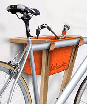 Frog II  Il nuovo supporto bici da muro per interni di Woodly, leggerissimo, con una sacca in tessuto per tutte le tue cose. I supporti dell...