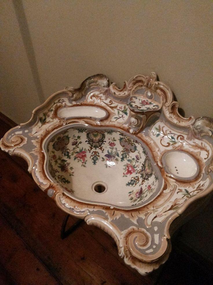 Фарфоровая раковина в стиле барокко