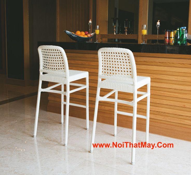 Bàn ghế bar được sản xuất bằng khung sắt đan sợi nhựa giả mây dẹp rất thích hợp cho các quán Cafe Bar, Bar, ghế được đan theo kiểu đan mắt cáo  và kiểu đan này rất được phổ biến trên thị trường hiện nay.