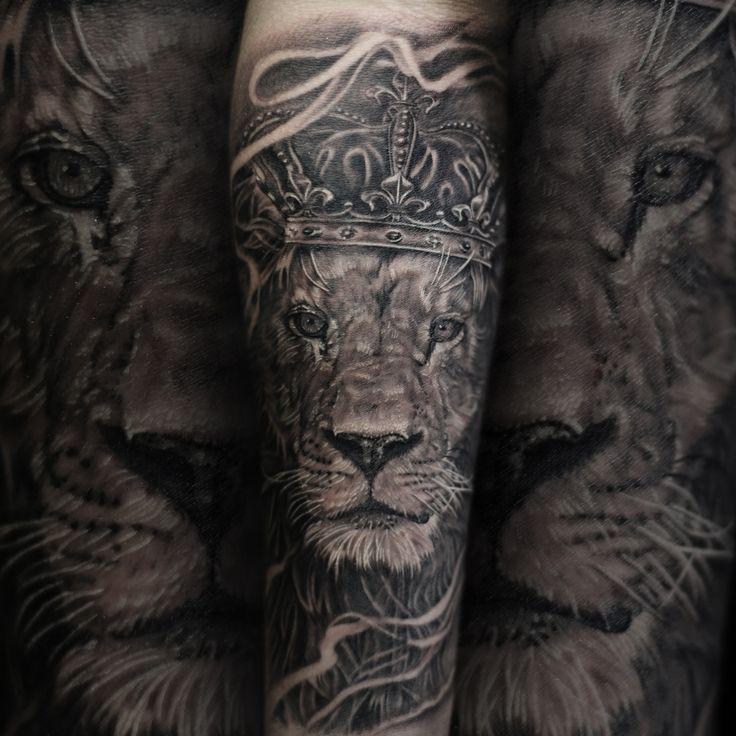 Lion portrait blackandgrey (bng) tattoo. inked man.