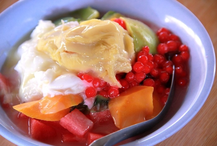 Es Durian Sakinah - Durian and tropical fruits with slush ice and condensed milk. Photo by Rian Farisa.
