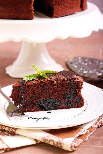 Prune and chocolate torte