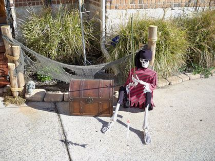 67 best Halloween Decorations images on Pinterest Pirate party - halloween pirate decorations