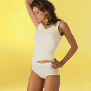 Damen-Achselhemd mit 20% Angora: Angora Unterwäsche mit mit rundem Kragenabschluss und formstabiliserenden Einfassband