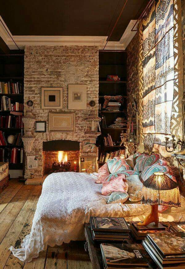 Fireplace in the bedroom. Le sigh!