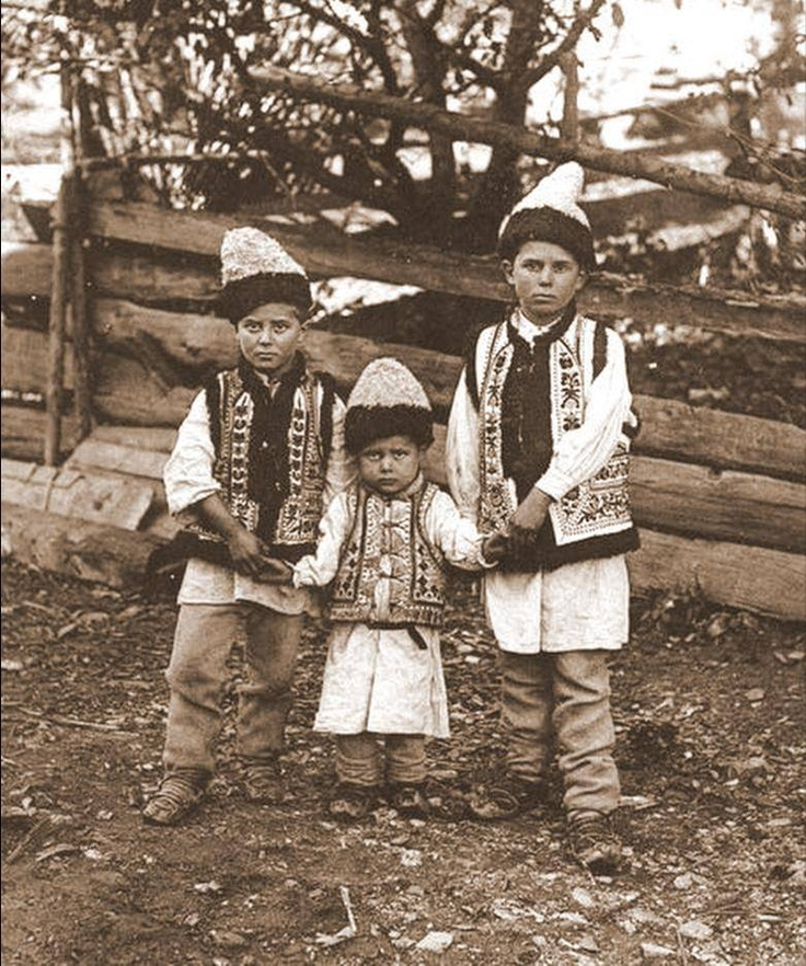 Romania - old photos Romanian traditional folk costume