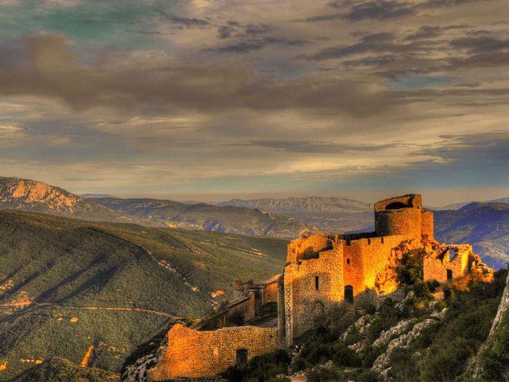 Pays Cathare : climat, paysages, villes principales... retrouvez avec GEO.fr, le guide de voyage Pays Cathare regroupant toutes les infos nécessaires pour préparer votre voyage