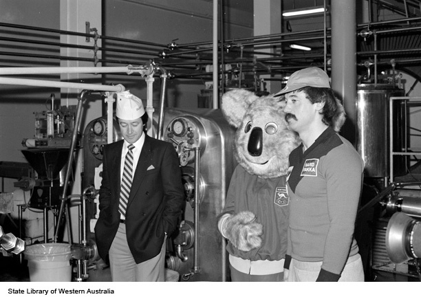 128040PD: Touringthe factory, 1984? (Click to View)
