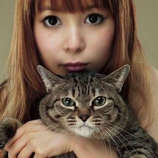 中川翔子、新アルバムジャケ写で愛猫・マミタスとツーショット!