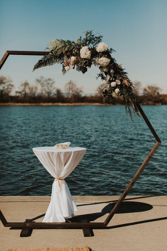 Geometrische Hochzeit Bogen / / Sechseck Hochzeit Hintergrund / / Bögen, Dekor, Laube, Gold, Boho, Holz, floral – gebaut, um Ihre besondere Mome Frame   – Farm wedding