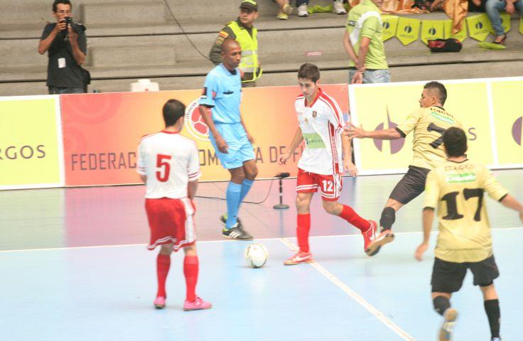 Johany Vergara, figura de Rionegro, fue uno de los jugadores destacados del partido. ¡Tres pulmones la de este pivot!