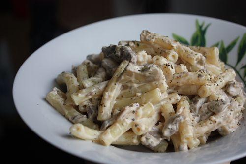 Krämig pasta med biff och svamp
