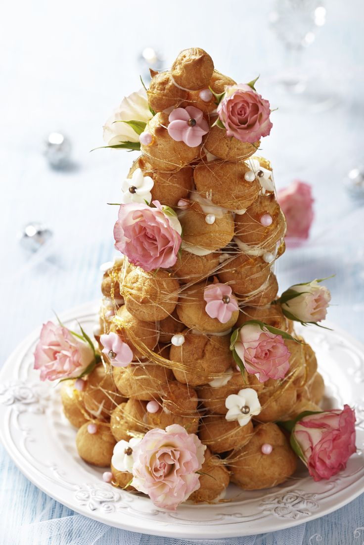 The prettiest and most lovely croquembouche ive ever seen! Love the flowers and pearls!!! Need this for my wedding!