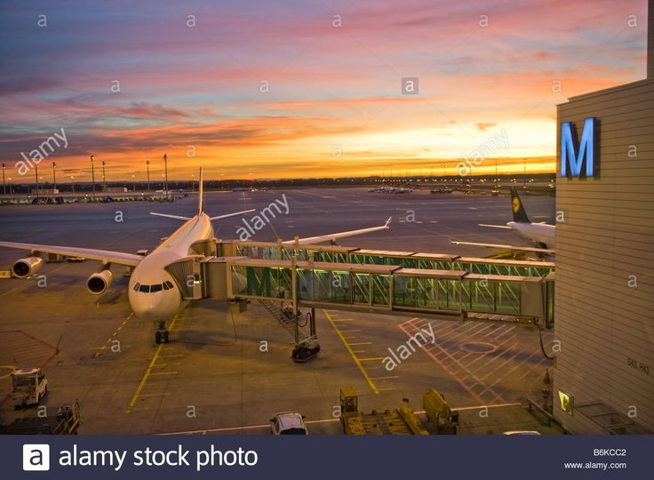 Download this stock image: international AIRPORT MUC Franz Josef Strauss Strauß FJS sunset morning light morninglight plane airplane sun M tower strip lan - B6KCC2 from Alamy's library of millions of high resolution stock photos, illustrations and vectors.