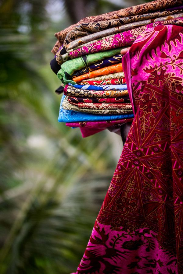 Selling Batik by Gwendolyn Sim on 500px         SOME KNOWLEDGE OF FABRICS IS COSMOPOLITAN!