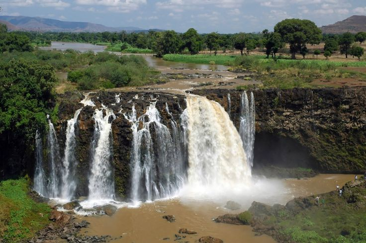 Fall of the Blue Nile in Ethiopia: Fall of the Blue Nile, Ethiopia . Blue Nile plunges into an abyss of 45 m which has a continuous mist of droplets that floats for several hundred meters around. Blue Nile is a branch of the Nile originates in Ethiopia. © trevkitt - Fotolia.com