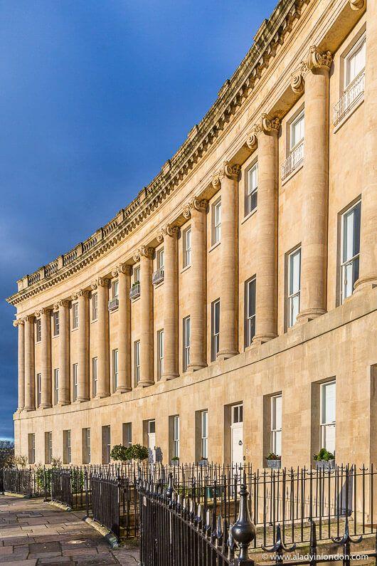 Der Royal Crescent in Bath, Großbritannien, hat einige der schönsten historischen Architekten …   – Bath City UK