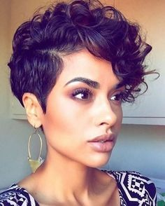 """New on the blog- """"5 Reasons Why You Should Big Chop This Summer"""" ✂️✂️ Read all of the tips by @mahogany_lovely via Link In Bio & tell us why you """"big chopped"""" in the comments!  @beautybyrachelrenae #thecutlife #blog #bigchop"""