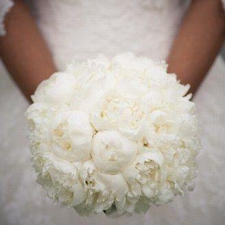 Bouquet de pivoine. Total look blanc bouquet pivoine blanc