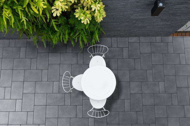 Fürstentum Grande Anthrazit - Terrassenplatten von Kortmann Beton #kortmannbeton #terrasse #design