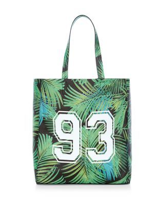 Keep all your beach essentials together in this Green 93 Tropical Palm Tree Print Shopper Bag. #newlook #bags