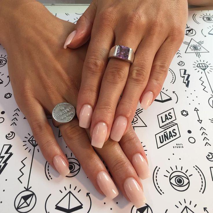 El acrílico #SoftCream es taaaaan lindo Sumado a tan lindas manos y uñas semi #Squareletto para @_shinealight NO es esmalte, son uñas esculpidas 100% esculturales en acrílico, finalizadas con #finishgel. #Nails #AcrylicNails #esculpidas #notpolish #notd #nailtech #nailmag #nailprodigy #classy #beauty #love #nails2inspire #ESTOESLASUNIAS #LASUÑASnailstudio
