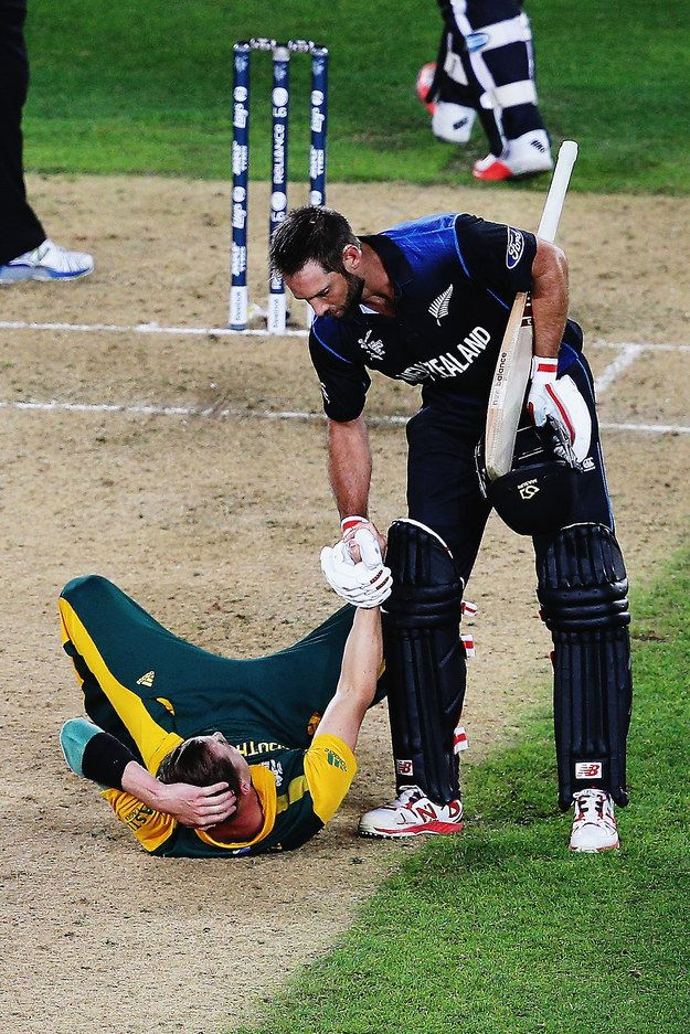 But it led to this beautiful moment between Elliot and Steyn. | 11 Heartwarming World Cup Moments That Prove Cricket Is The Gentleman's Game