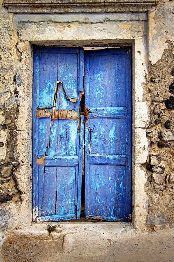 TRAVEL'IN GREECE | Old blue door, #Santorini, #South_Aegean, #Greece