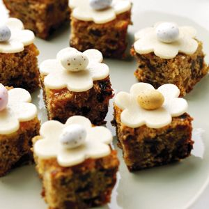 Ed Loves Simnel Cake but a whole one is too much. Recipes - Mini Simnel cakes