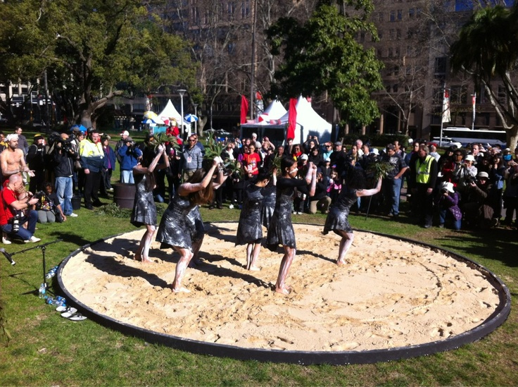 AnitaHeiss: Women dancers open #NAIDOC