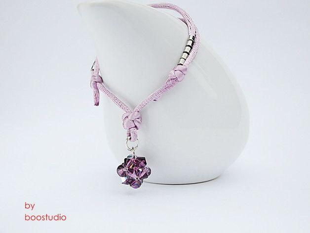 Satin cord bracelet - bransoletka wykonana jest z satyny w kolorze pudrowego różu i ozdobiona kulką z kryształków SWAROVSKIEGO - BICONE - CRYSTAL AMETHYST. Dodatkową ozdobę stanowią japońskie koraliki MIYUKI w kolorze...