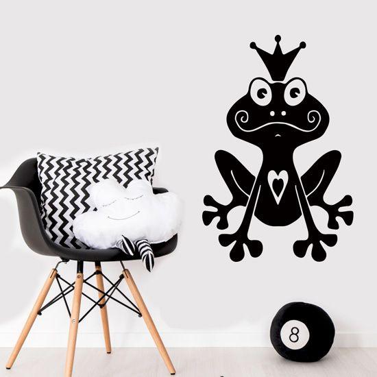 Πρίγκιπας βάτραχος σε αυτοκόλλητο τοίχου για παιδική διακόσμηση με φαντασία. #kidsstickers #princefrog #frogsticker #wallsticker #littleprincefrog