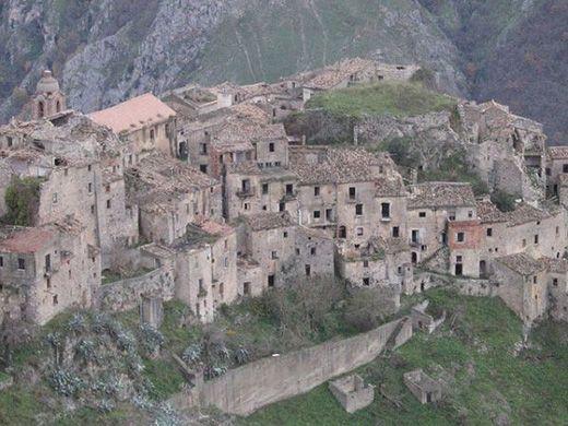 Πόλεις Φαντάσματα Ανά Τον Κόσμο Vol.2 / Romagnano al Monte, Italy