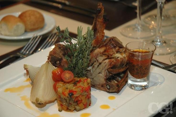 Cabrito al horno con verduras asadas y salsa criolla | La Pampa - Sheraton Córdoba Hotel | Córdoba, Argentina