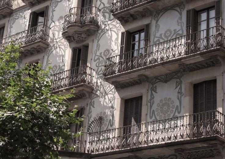 Beautiful painted facade in avinguda gaudi with art deco - Art deco barcelona ...