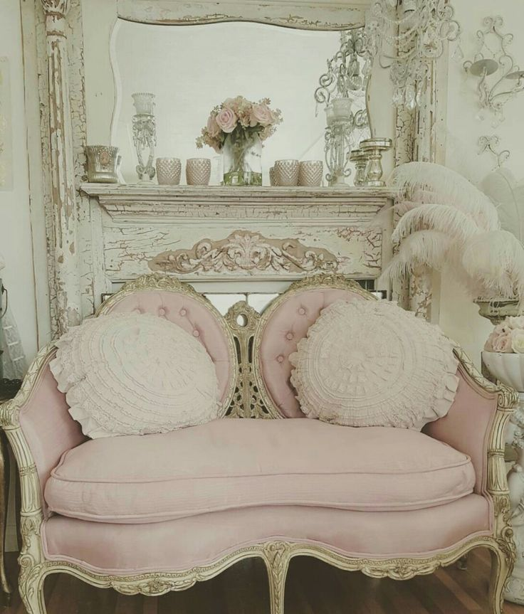 so beautiful...braden thinks I'm crazy but if I can find a couch like this in a decent color I would like to have it at least in the spare bedroom