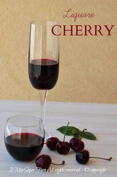 Liquore di ciliegie Cherry fatto in casa profumato, goloso e facile da realizzare. Per renderlo più corposo si può aggiungere anche il vino rosso Primitivo.