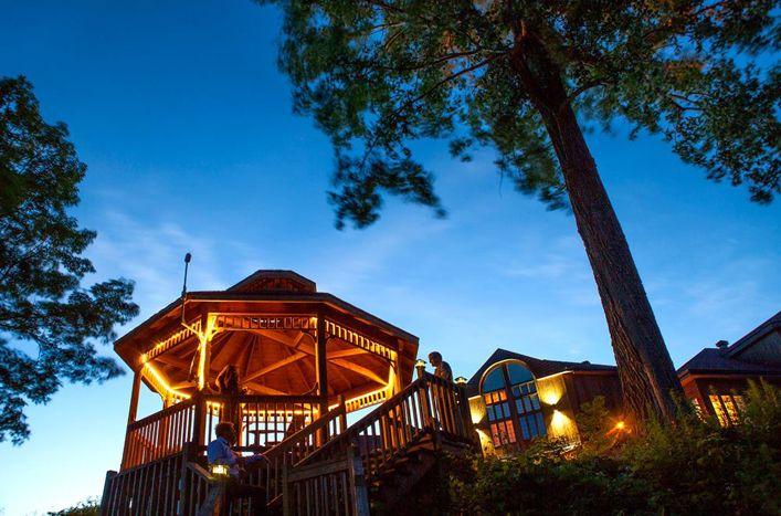 Gagnez un forfait évasion romantique pour 2 à l'Auberge du Lac Saint-Pierre.