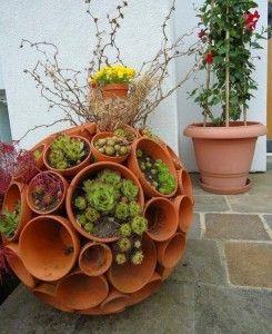 Gartendeko selber machen_DIY Gartenkugeln aus blumentöpfen