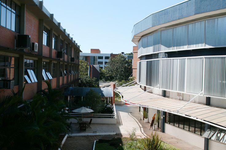 Entre os prédios 8 e 9