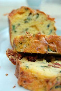 Cake aux courgettes, tomates séchées, basilic & mozzarella | Torchons & Serviettes