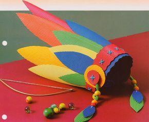 Lembrancinha: Cocar criativo com papel microondulado.