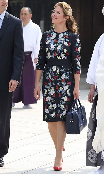 """Sophie stunned in a floral-print dress and bold red Zvelle pumps for a trip to the Meiji Shrine, where she hung a prayer for """"Courage, Love, Light, Peace.""""<br><p>Photo: © Getty Images</p>"""