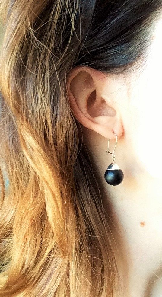 Big ball of matte Onyx Black set with a hat silver. This loop is a favorite. The photos are not able to do justice it! Its size created a pulpy look