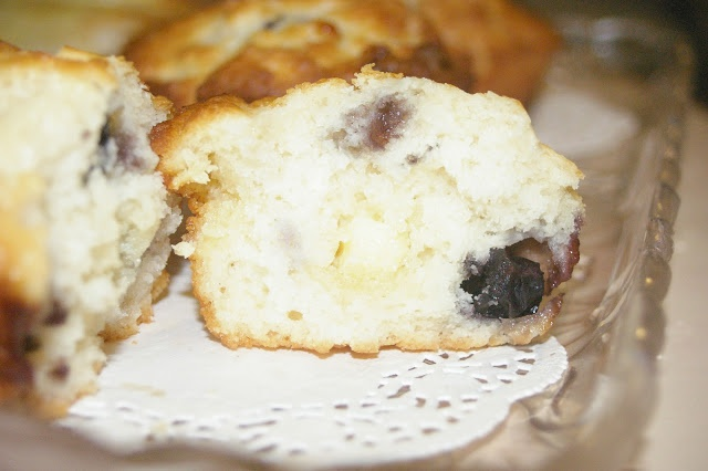 Blueberry & White Chocolate Muffins | Tea Party Recipes | Pinterest